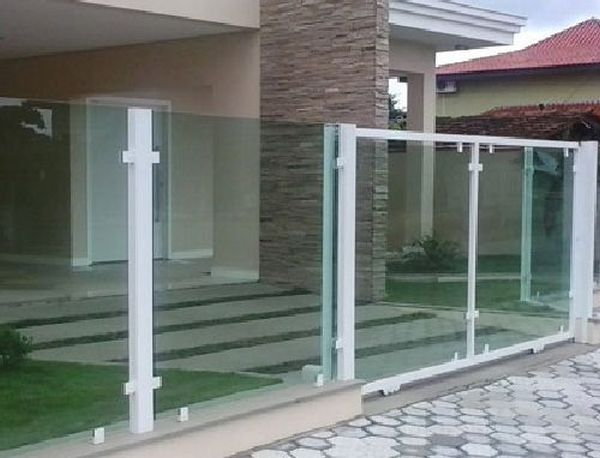 casas com muro de vidro